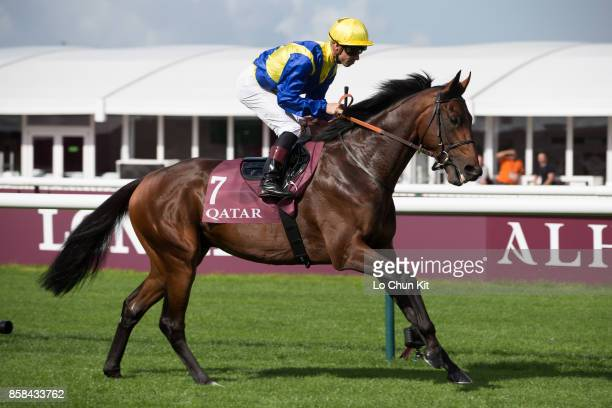 Jockey Fabrice Veron riding Monreal in Race 1 QATAR PRIX CHAUDENAY during the Qatar Prix de l'Arc de Triomphe weekend on September 30 2017 in...