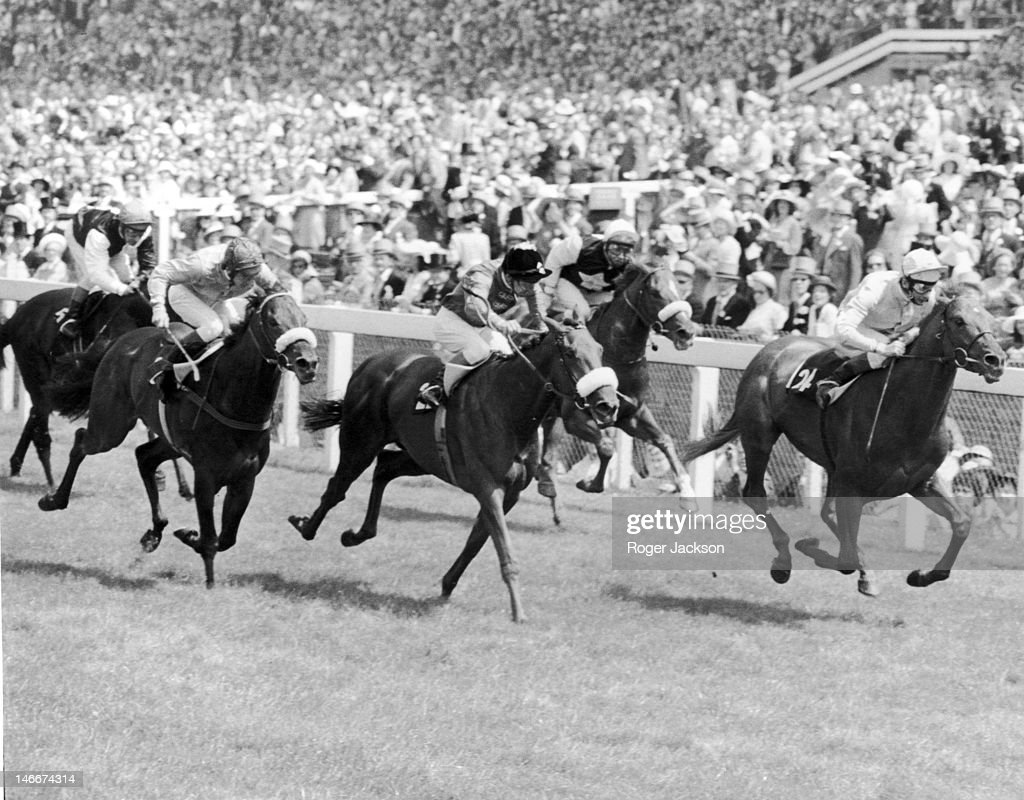 Jockey <a gi-track='captionPersonalityLinkClicked' href=/galleries/search?phrase=Lester+Piggott&family=editorial&specificpeople=208072 ng-click='$event.stopPropagation()'>Lester Piggott</a> rides Gay Fandango to victory in the Jersey Stakes at Royal Ascot, 18th June 1975. Second is <a gi-track='captionPersonalityLinkClicked' href=/galleries/search?phrase=Joe+Mercer&family=editorial&specificpeople=228537 ng-click='$event.stopPropagation()'>Joe Mercer</a> on Joking Apart (with noseband) and third is Hillandale.