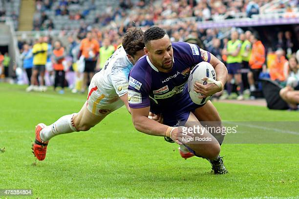 Jodie Broughton of Huddersfield Giants scores a try during the Super League match between Catalans Dragons and Huddersfield Giants at St James' Park...