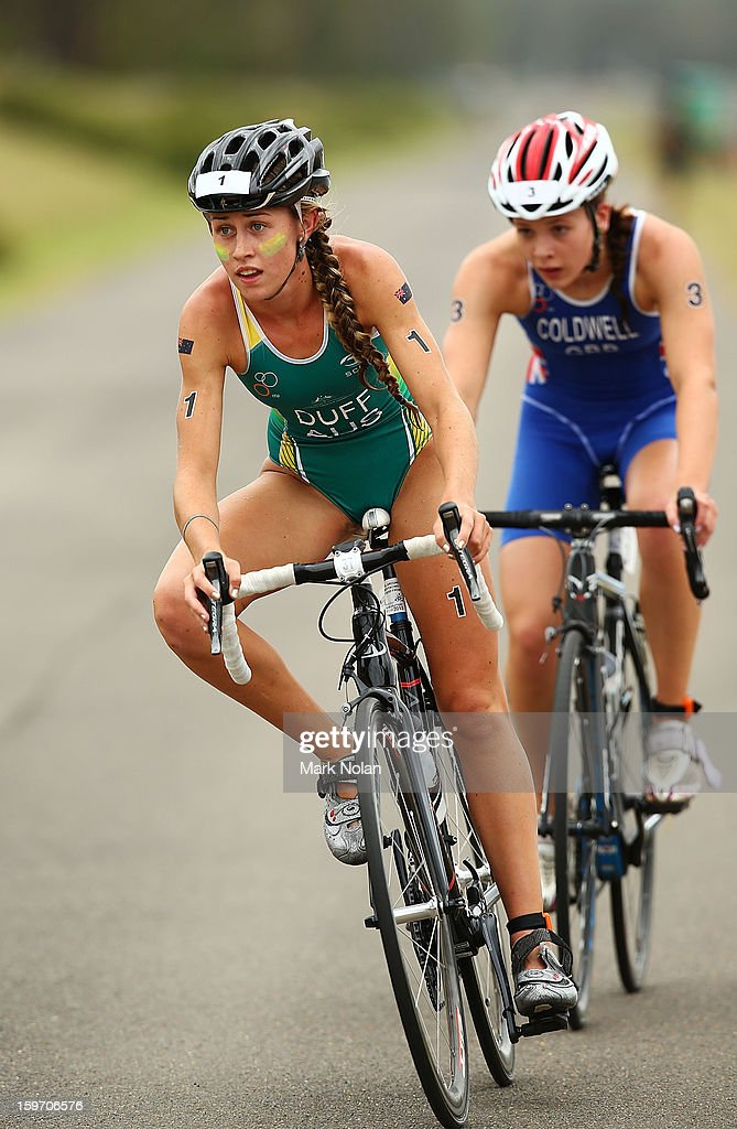 Jodie Duff of Australia and Sophie Coldwell of Great Britain competes in the Team Relay Triathlon during day four of the Australian Youth Olympic Festival at Sydney International Regatta Centre on January 19, 2013 in Sydney, Australia.