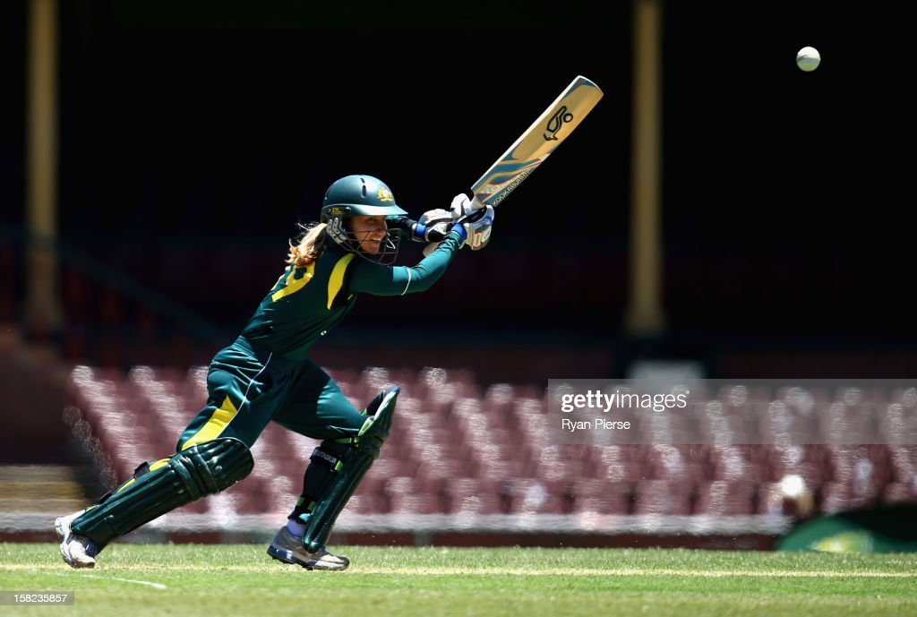 <a gi-track='captionPersonalityLinkClicked' href=/galleries/search?phrase=Jodie+Fields&family=editorial&specificpeople=5576479 ng-click='$event.stopPropagation()'>Jodie Fields</a> of Australia bats during the first Rose Bowl Series One Day International match between Australia Southern Stars and New Zealand Silver Ferns at the Sydney Cricket Ground on December 12, 2012 in Sydney, Australia.