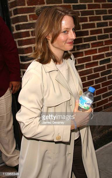 Jodie Foster during Matt Damon Jodie Foster and Jack Hanna Visit the 'Late Show with David Letterman' June 13 2002 at Ed Sullivan Theatre in New York...