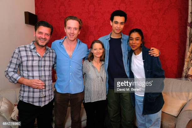 Jodie Foster poses backstage with cast members of the West End production of 'The Goat Or Who Is Sylvia' at the Theatre Royal Haymarket on May 17...