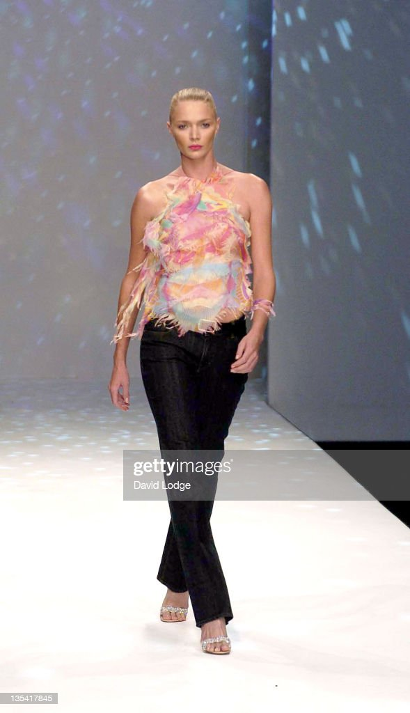 <a gi-track='captionPersonalityLinkClicked' href=/galleries/search?phrase=Jodie+Kidd&family=editorial&specificpeople=178960 ng-click='$event.stopPropagation()'>Jodie Kidd</a> wearing Tristan Webber during London Fashion Week Spring 2005 - Tristan Webber - Runway at BFC Tent in London, Great Britain.