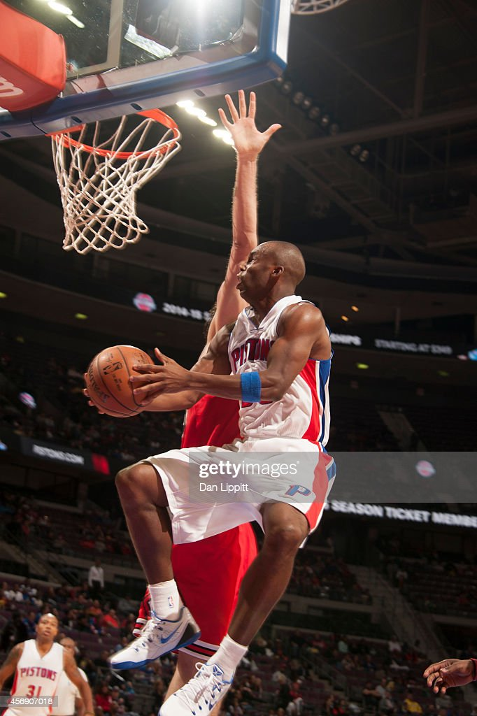Jodie Meeks of the Detroit Pistons drives to the basket against the Chicago Bulls on October 7 2014 at The Palace of Auburn Hills in Auburn Hills...