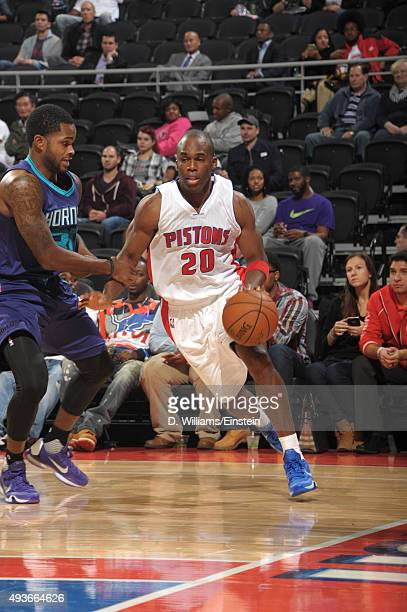 Jodie Meeks of the Detroit Pistons drives to the basket against the Charlotte Hornets on October 21 2015 at The Palace of Auburn Hills in Auburn...