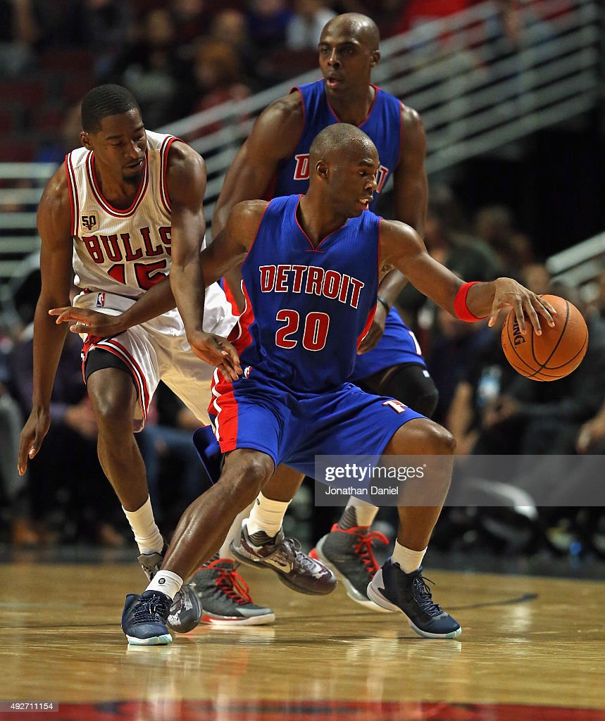 <a gi-track='captionPersonalityLinkClicked' href=/galleries/search?phrase=Jodie+Meeks&family=editorial&specificpeople=4001727 ng-click='$event.stopPropagation()'>Jodie Meeks</a> #20 of the Detroit Pistons moves around <a gi-track='captionPersonalityLinkClicked' href=/galleries/search?phrase=Jordan+Crawford&family=editorial&specificpeople=4779380 ng-click='$event.stopPropagation()'>Jordan Crawford</a> #15 of the Chicago Bulls during a preseason game at the United Center on October 14, 2015 in Chicago, Illinois. The Pistons defeated the Bulls 114-91. Note to User: User expressly acknowledges and agrees that, by downloading and or using the photograph, User is consenting to the terms and conditions of the Getty Images License Agreement.