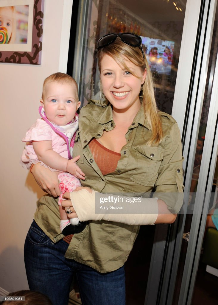 Jodie Sweetin and daughter Beatrix attend the Sweet Harts 'Play Date' Launch Party Benefitting The Art of Elysium at Sweet Harts on March 5, 2011 in Sherman Oaks, California.
