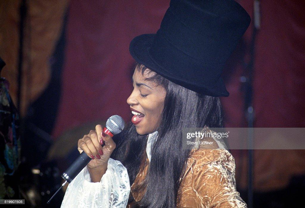 Jody Watley performs at Club USA New York New York November 5 1993