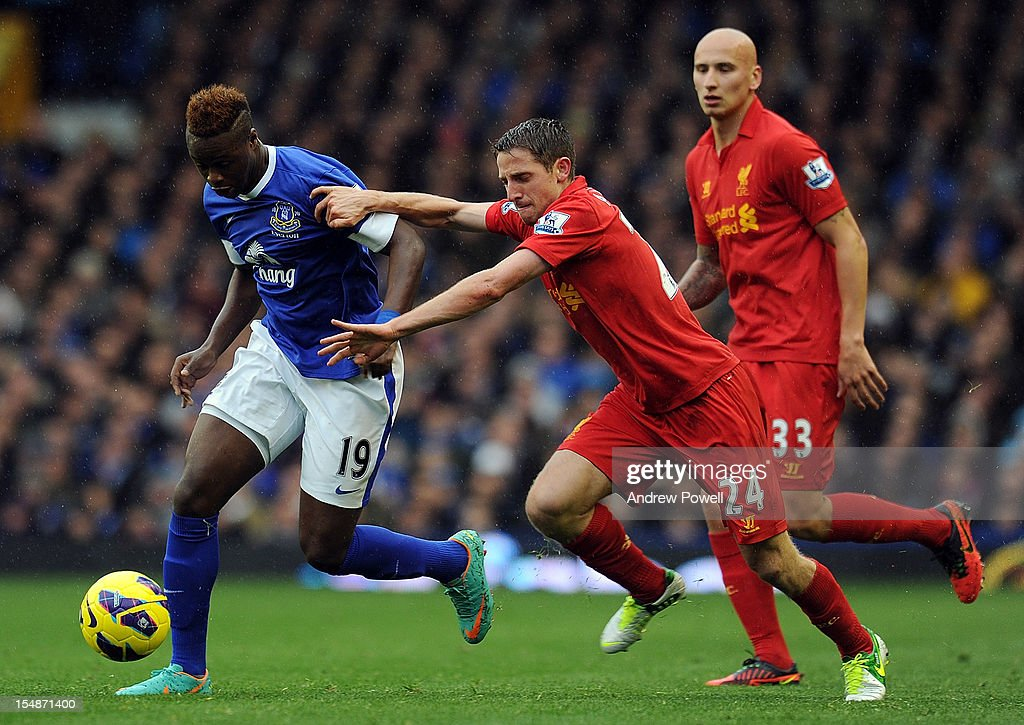Joe Allen of Liverpool competes with <a gi-track='captionPersonalityLinkClicked' href=/galleries/search?phrase=Magaye+Gueye&family=editorial&specificpeople=7018117 ng-click='$event.stopPropagation()'>Magaye Gueye</a> of Everton during the Barclays Premier League match between Everton and Liverpool at Goodison Park on October 28, 2012 in Liverpool, England.