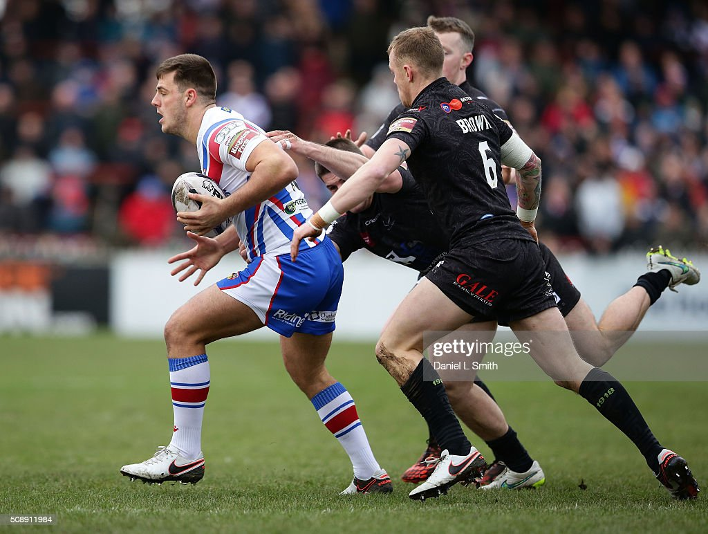 Joe Arundel of Wakefield Wildcats under pressure from <a gi-track='captionPersonalityLinkClicked' href=/galleries/search?phrase=Kevin+Brown+-+Rugby+Player&family=editorial&specificpeople=11919095 ng-click='$event.stopPropagation()'>Kevin Brown</a> of Widnes Vikings during the First Utility Super League Round One match between Wakefield Wildcats and Widnes Vikings at The Rapid Solicitors Stadium on February 7, 2016 in Wakefield, England.