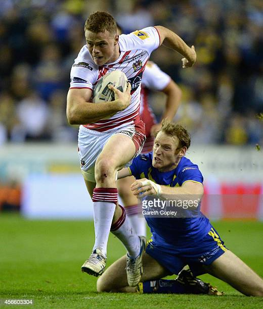 Joe Burgess of Wigan Warriors breaks the tackle of Joel Monaghan of Warrington Wolves during the First Utility Super League Qualifying SemiFinal...