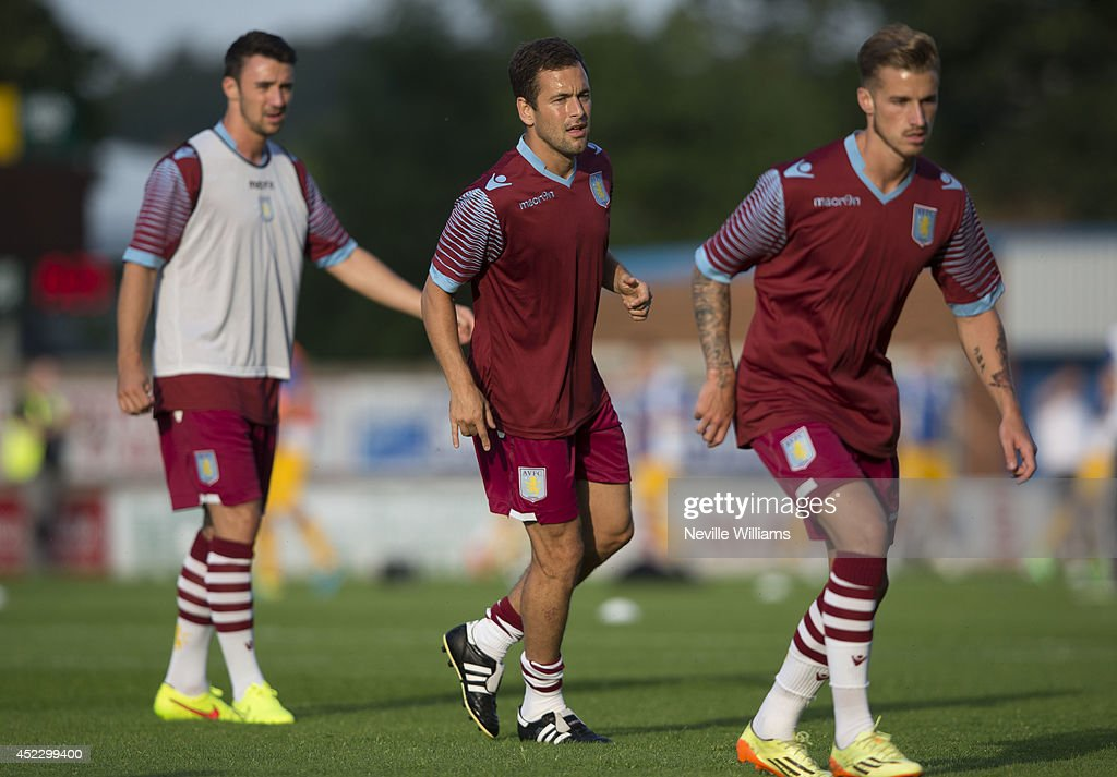 <a gi-track='captionPersonalityLinkClicked' href=/galleries/search?phrase=Joe+Cole&family=editorial&specificpeople=171525 ng-click='$event.stopPropagation()'>Joe Cole</a> (C) of Aston Villa and his teammates warm up before the pre season friendly match between Mansfield Town and Aston Villa at the One Call Stadium on July 17, 2014 in Mansfield, England.