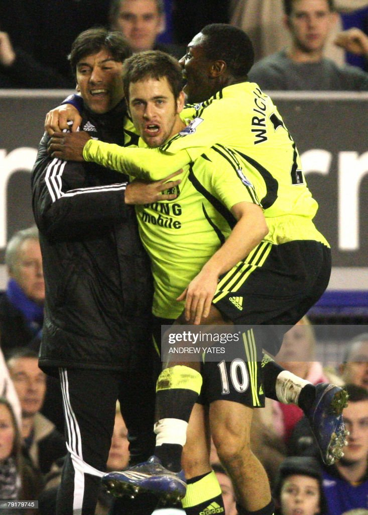 Joe Cole (C) of Chelsea celebrates with team mates after scoring during the English League Cup football match against Everton at Goodison Park, Liverpool, north-west, 23 January , 2008. AFP PHOTO/ANDREW YATES Mobile and website use of domestic English football pictures are subject to obtaining a Photographic End User Licence from Football DataCo Ltd Tel : +44 (0) 207 864 9121 or e-mail accreditations@football-dataco.com - applies to Premier and Football League matches.