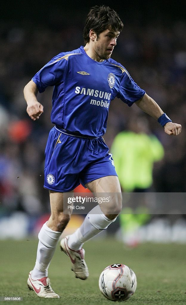 Joe Cole of Chelsea in action during the UEFA Champions League Round of 16, First Leg match between Chelsea and Barcelona at Stamford Bridge on February 22, 2006 in London, England.