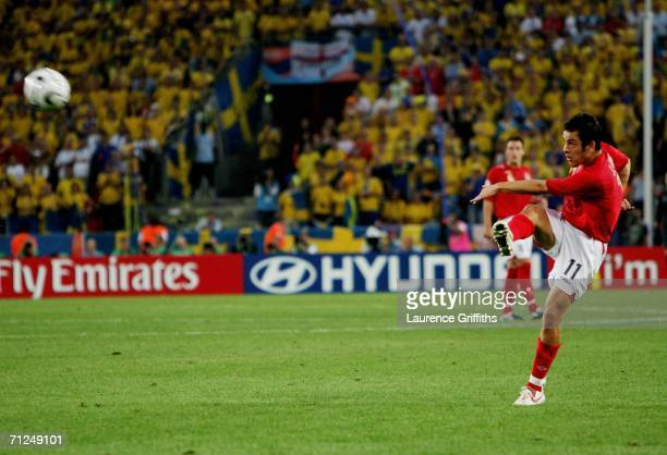 Joe Cole of England scores a goal during the FIFA World Cup Germany 2006 Group B match between Sweden and England at the Stadium Cologne on June 20...