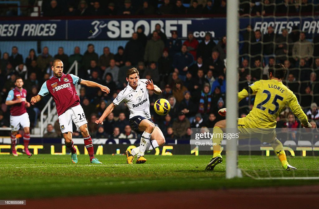 <a gi-track='captionPersonalityLinkClicked' href=/galleries/search?phrase=Joe+Cole&family=editorial&specificpeople=171525 ng-click='$event.stopPropagation()'>Joe Cole</a> of West Ham United scores his goal during the Barclays Premier League match between West Ham United and Tottenham Hotspur at the Boleyn Ground on February 25, 2013 in London, England.