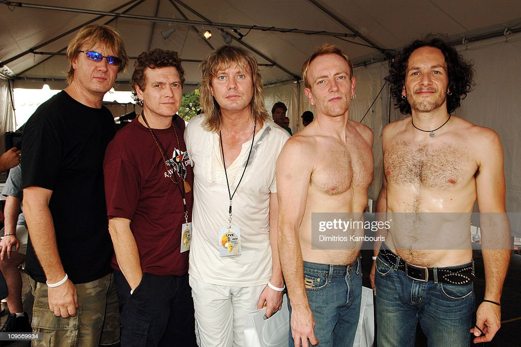 Joe Elliott, Rick Allen, Rick Savage, Phill Collen and Vivian Campbell of Def Leppard