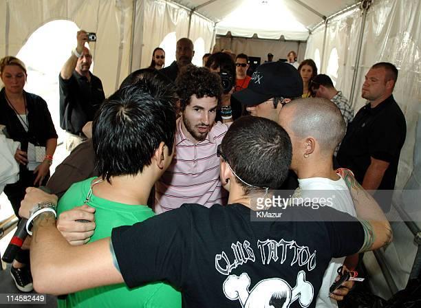 Joe Hahn Mike Shinoda Brad Delson Rob Bourbon Phoenix Farrell and Chester Bennington of Linkin Park