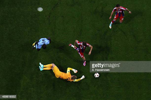 Joe Hart keeper of Manchester and his team mate Bacary Sagna battle for the ball with Thomas Mueller of Bayern Muenchen and his team mate Mario...