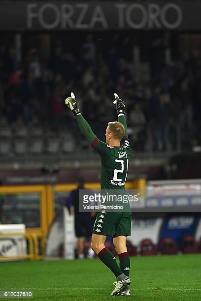 Joe Hart of FC Torino celebrates victory at the end of the Serie A match between FC Torino and ACF Fiorentina at Stadio Olimpico di Torino on October...