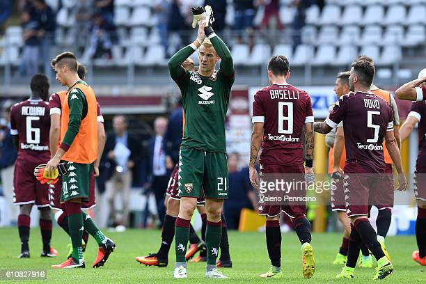 Joe Hart of FC Torino salutes the fans at the end of the Serie A match between FC Torino and Empoli FC at Stadio Olimpico di Torino on September 18...