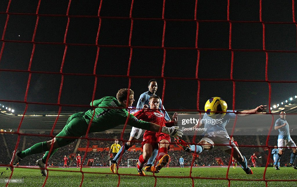 <a gi-track='captionPersonalityLinkClicked' href=/galleries/search?phrase=Joe+Hart&family=editorial&specificpeople=1295472 ng-click='$event.stopPropagation()'>Joe Hart</a> of Manchester City dives in vain as <a gi-track='captionPersonalityLinkClicked' href=/galleries/search?phrase=Steven+Davis+-+Northern+Irish+Soccer+Player+-+Born+1985&family=editorial&specificpeople=4175513 ng-click='$event.stopPropagation()'>Steven Davis</a> of Southampton scores their second goal during the Barclays Premier League match between Southampton and Manchester City at St Mary's Stadium on February 9, 2013 in Southampton, England.