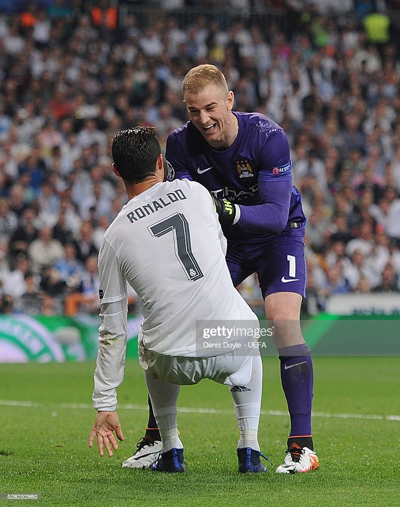 <a gi-track='captionPersonalityLinkClicked' href=/galleries/search?phrase=Joe+Hart&family=editorial&specificpeople=1295472 ng-click='$event.stopPropagation()'>Joe Hart</a> of Manchester City helps <a gi-track='captionPersonalityLinkClicked' href=/galleries/search?phrase=Cristiano+Ronaldo+-+Fotbollsspelare&family=editorial&specificpeople=162689 ng-click='$event.stopPropagation()'>Cristiano Ronaldo</a> of Real Madrid to his feet during the UEFA Champions League Semi Final second leg match between Real Madrid and Manchester City FC at Estadio Santiago Bernabeu on May 4, 2016 in Madrid, Spain.