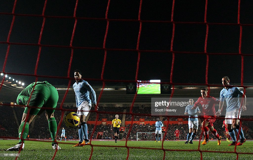 <a gi-track='captionPersonalityLinkClicked' href=/galleries/search?phrase=Joe+Hart&family=editorial&specificpeople=1295472 ng-click='$event.stopPropagation()'>Joe Hart</a> of Manchester City lets the ball go through his legs which leads to <a gi-track='captionPersonalityLinkClicked' href=/galleries/search?phrase=Steven+Davis+-+Northern+Irish+Soccer+Player+-+Born+1985&family=editorial&specificpeople=4175513 ng-click='$event.stopPropagation()'>Steven Davis</a> of Southampton tapping the ball in to score their second goal during the Barclays Premier League match between Southampton and Manchester City at St Mary's Stadium on February 9, 2013 in Southampton, England.