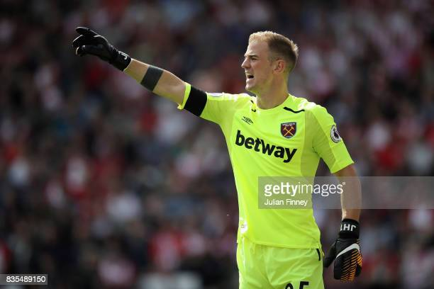Joe Hart of West Ham United gives his team instructions during the Premier League match between Southampton and West Ham United at St Mary's Stadium...