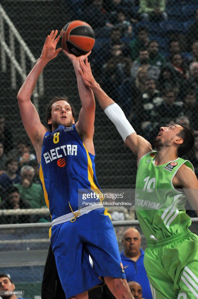 <a gi-track='captionPersonalityLinkClicked' href=/galleries/search?phrase=Joe+Ingles&family=editorial&specificpeople=3868025 ng-click='$event.stopPropagation()'>Joe Ingles</a>, #8 of Maccabi Electra Tel Aviv competes with Roko Ukic, #10 of Panathinaikos Athens during the 2013-2014 Turkish Airlines Euroleague Regular Season Date 10 game between Panathinaikos Athens v Maccabi Electra Tel Aviv at Olimpic Sports Center Athens on December 19, 2013 in Athens, Greece.