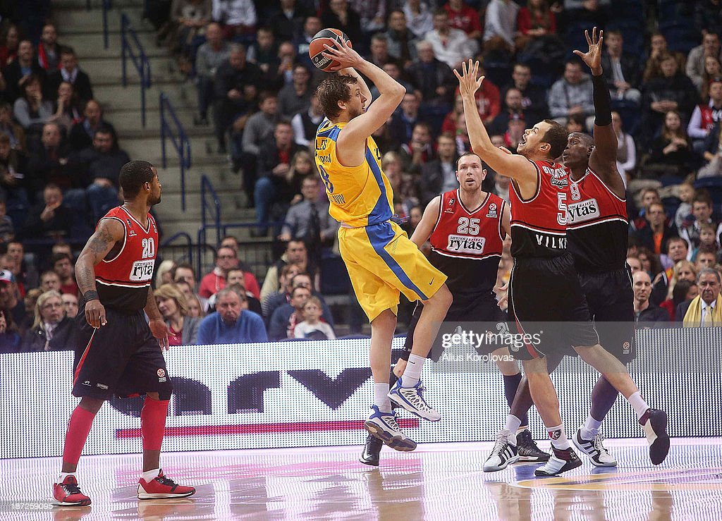 <a gi-track='captionPersonalityLinkClicked' href=/galleries/search?phrase=Joe+Ingles&family=editorial&specificpeople=3868025 ng-click='$event.stopPropagation()'>Joe Ingles</a>, #8 of Maccabi Electra Tel Aviv in action during the 2013-2014 Turkish Airlines Euroleague Regular Season Date 4 game between Lietuvos Rytas Vilnius v Maccabi Electra Tel Aviv at Siemens Arena on November 7, 2013 in Vilnius, Lithuania.