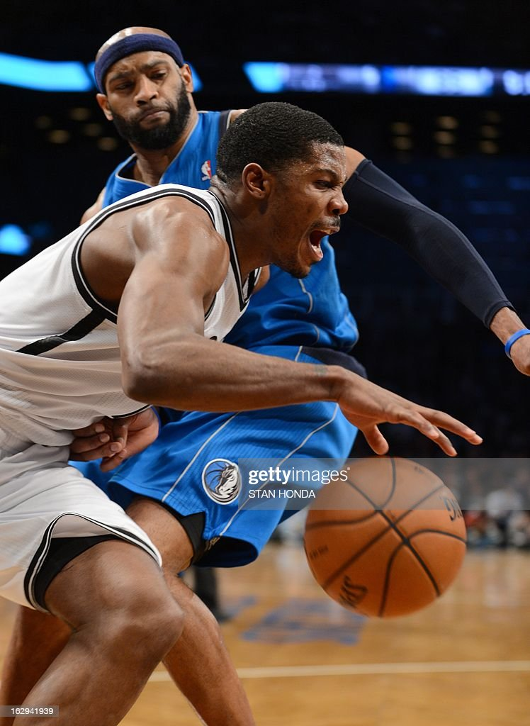 Joe Johnson (front) of the Brooklyn Nets drives against Vince Carter of the Dallas Mavericks at the Barclays Center March 1, 2013 in the Brooklyn borough of New York. The Mavericks won, 98-90. AFP PHOTO/Stan HONDA