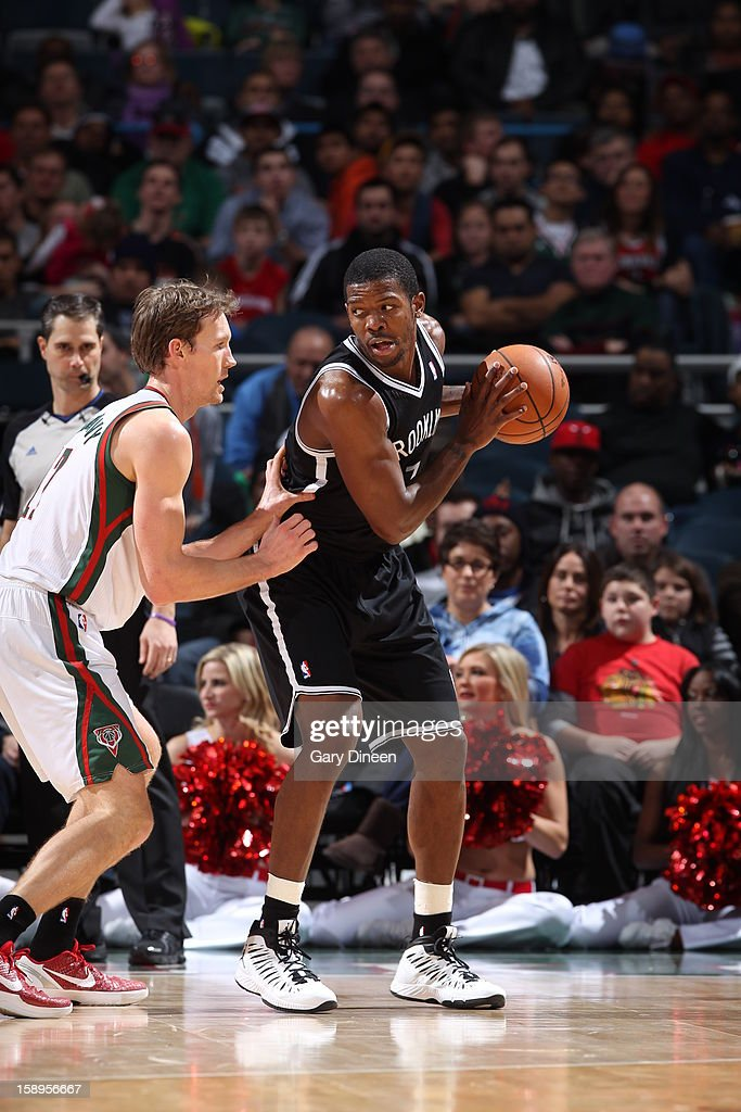 <a gi-track='captionPersonalityLinkClicked' href=/galleries/search?phrase=Joe+Johnson+-+Jugador+de+baloncesto&family=editorial&specificpeople=201652 ng-click='$event.stopPropagation()'>Joe Johnson</a> #7 of the Brooklyn Nets looks to pass the ball against the Milwaukee Bucks on December 26, 2012 at the BMO Harris Bradley Center in Milwaukee, Wisconsin.