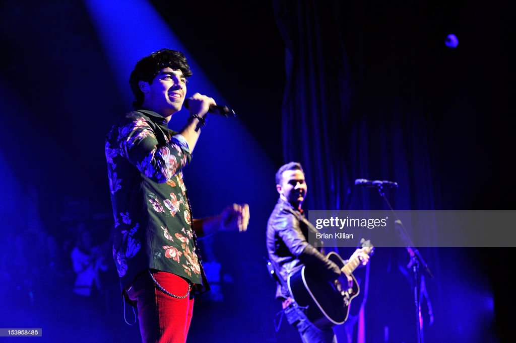 <a gi-track='captionPersonalityLinkClicked' href=/galleries/search?phrase=Joe+Jonas&family=editorial&specificpeople=842712 ng-click='$event.stopPropagation()'>Joe Jonas</a> and Kevin Jonas of the Jonas Brothers perform at Radio City Music Hall on October 11, 2012 in New York City.