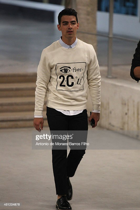 <a gi-track='captionPersonalityLinkClicked' href=/galleries/search?phrase=Joe+Jonas&family=editorial&specificpeople=842712 ng-click='$event.stopPropagation()'>Joe Jonas</a> attends Carven show as part of the Paris Fashion Week Menswear Spring/Summer 2015 on June 25, 2014 in Paris, France.