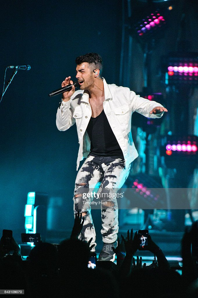 <a gi-track='captionPersonalityLinkClicked' href=/galleries/search?phrase=Joe+Jonas&family=editorial&specificpeople=842712 ng-click='$event.stopPropagation()'>Joe Jonas</a> of DNCE performs at United Center on June 25, 2016 in Chicago, Illinois.