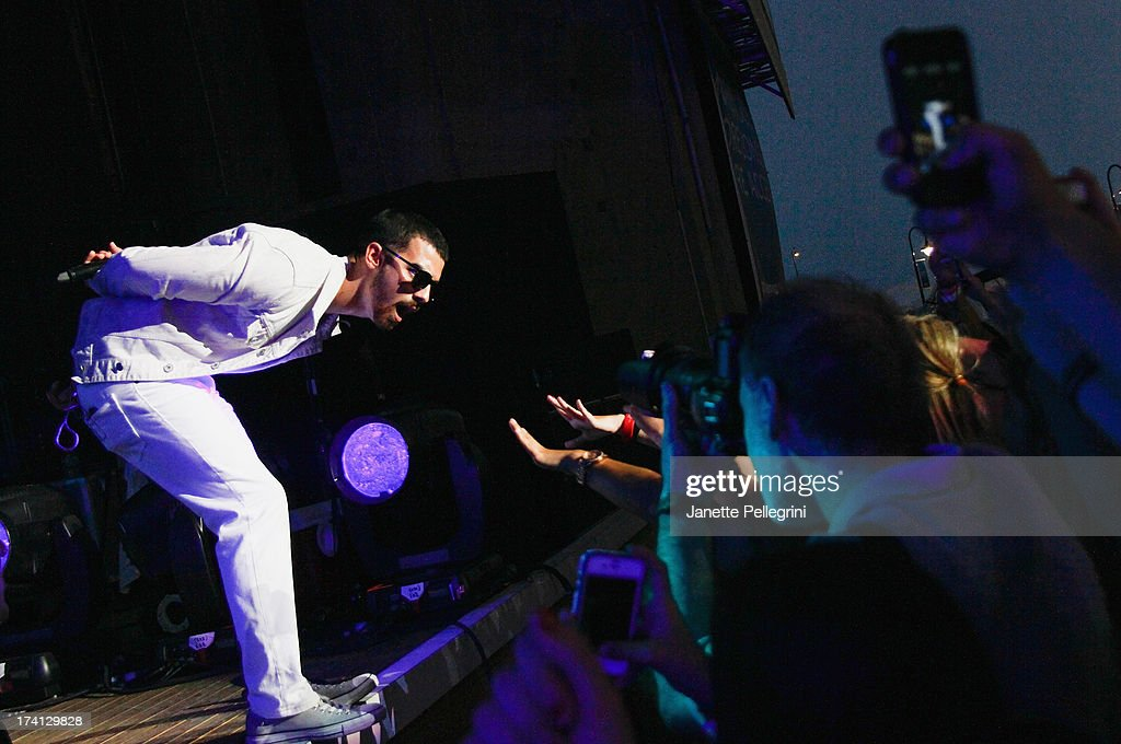 <a gi-track='captionPersonalityLinkClicked' href=/galleries/search?phrase=Joe+Jonas&family=editorial&specificpeople=842712 ng-click='$event.stopPropagation()'>Joe Jonas</a> of the Jonas Brothers perfoms at Nikon at Jones Beach Theater on July 20, 2013 in Wantagh, New York.