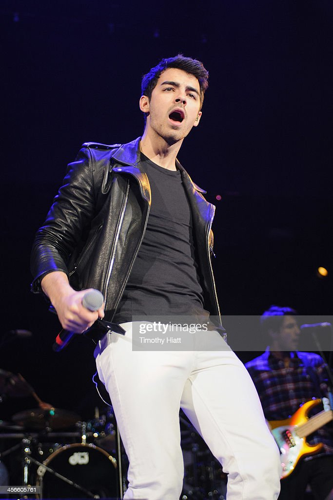 <a gi-track='captionPersonalityLinkClicked' href=/galleries/search?phrase=Joe+Jonas&family=editorial&specificpeople=842712 ng-click='$event.stopPropagation()'>Joe Jonas</a> performs during the B96 Pepsi Jingle Bash at Allstate Arena on December 14, 2013 in Chicago, Illinois.