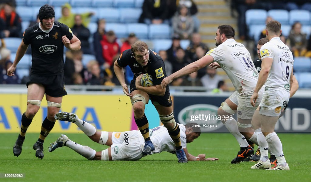 Joe Launchbury of Wasps charges upfield during the Aviva Premiership match between Wasps and Bath Rugby at The Ricoh Arena on October 1, 2017 in Coventry, England.