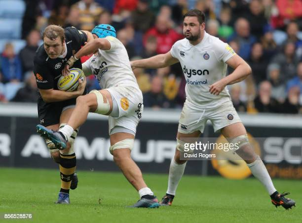 Joe Launchbury of Wasps is tackled by Zach Mercer during the Aviva Premiership match between Wasps and Bath Rugby at The Ricoh Arena on October 1...