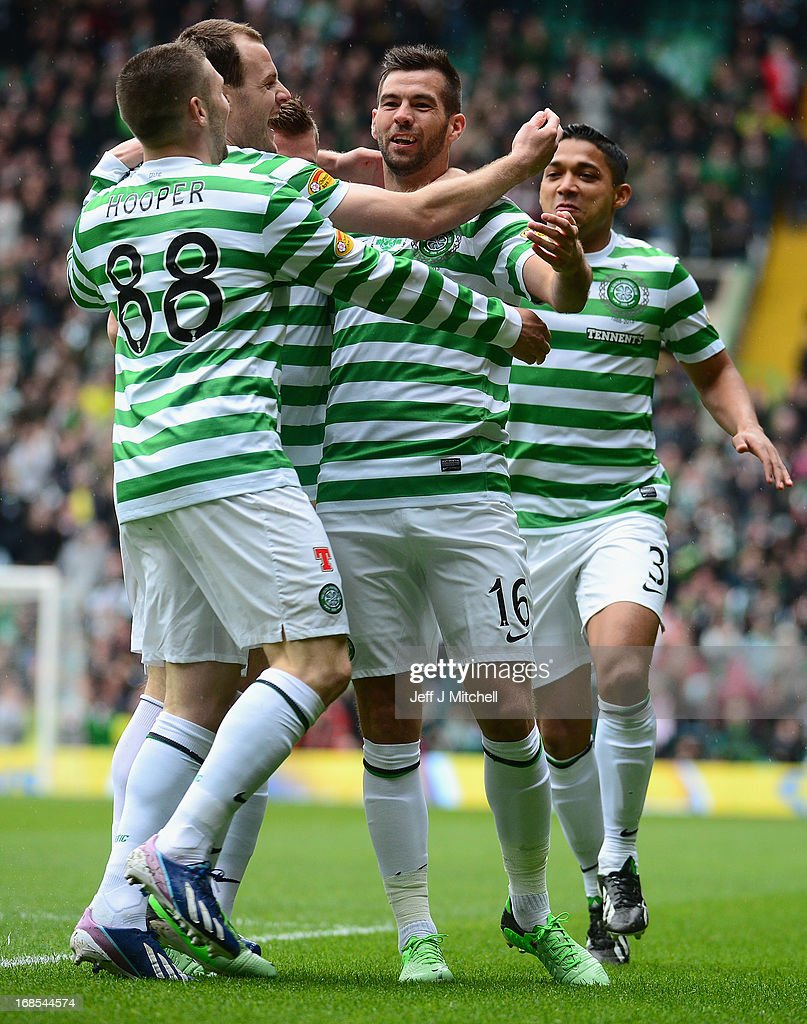 <a gi-track='captionPersonalityLinkClicked' href=/galleries/search?phrase=Joe+Ledley&family=editorial&specificpeople=687410 ng-click='$event.stopPropagation()'>Joe Ledley</a> of Celtic celebrates scoring the opening goal with his team-mates during the Clydesdale Bank Scottish Premier League match between Celtic and St Johnstone on May 11, 2013 in Glasgow, Scotland.