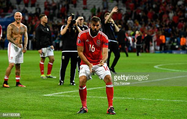 Joe Ledley of Wales celebrates his team's 31 win after the UEFA EURO 2016 quarter final match between Wales and Belgium at Stade PierreMauroy on July...