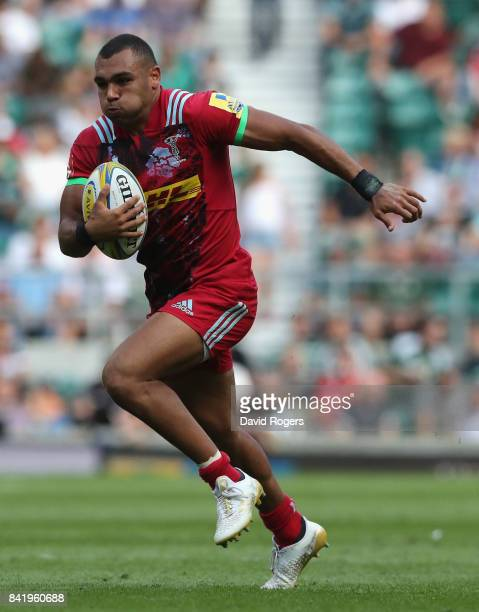Joe Marchant of Harlequins breaks with the ball during the Aviva Premiership match between London Irish and Harlequins at Twickenham Stadium on...