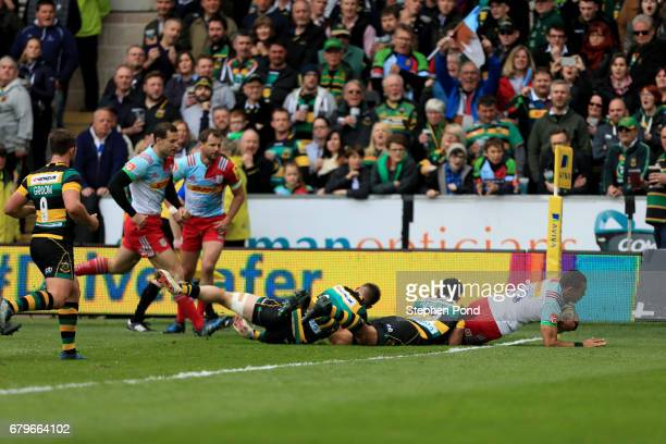Joe Marchant of Harlequins scores a try during the Aviva Premiership match between Northampton Saints and Harlequins at Franklin's Gardens on May 6...