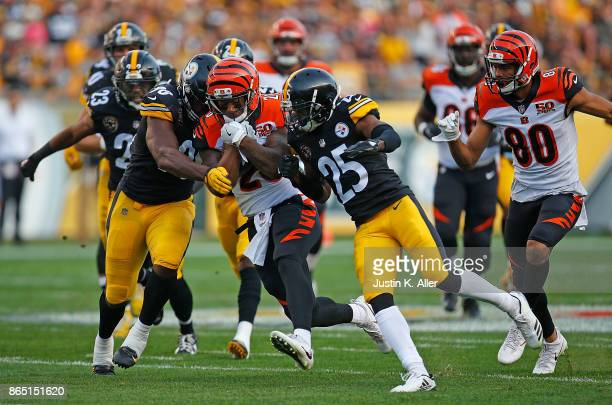 Joe Mixon of the Cincinnati Bengals carries the ball against the Pittsburgh Steelers in the first half during the game at Heinz Field on October 22...