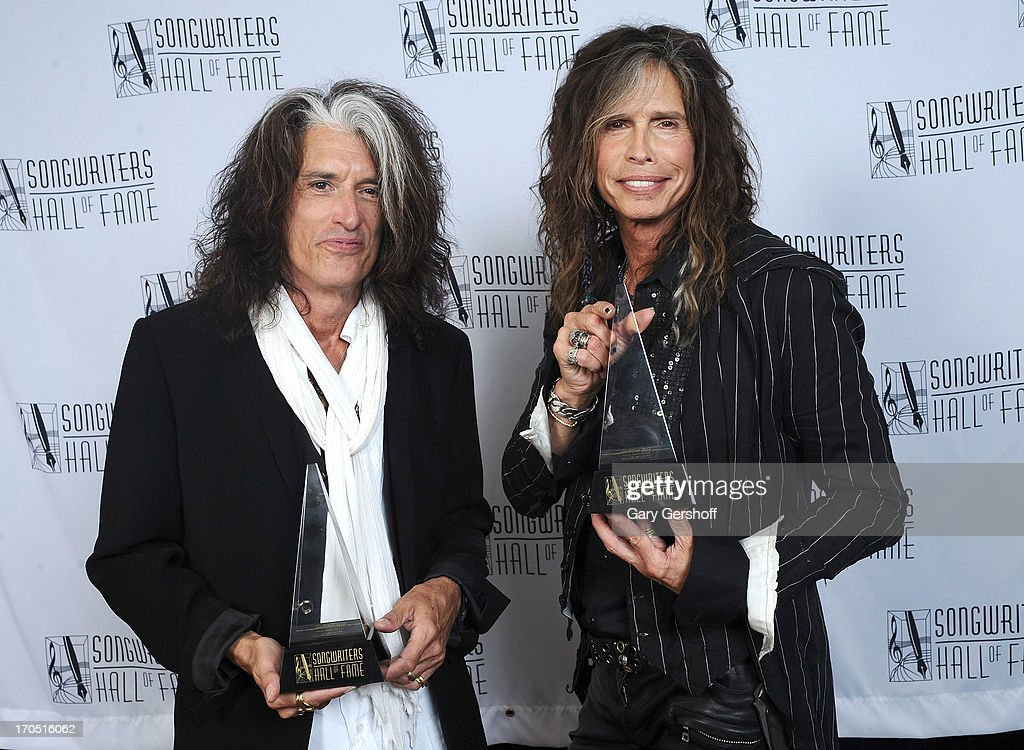 <a gi-track='captionPersonalityLinkClicked' href=/galleries/search?phrase=Joe+Perry+-+Muzikant&family=editorial&specificpeople=13600677 ng-click='$event.stopPropagation()'>Joe Perry</a> and <a gi-track='captionPersonalityLinkClicked' href=/galleries/search?phrase=Steven+Tyler&family=editorial&specificpeople=202080 ng-click='$event.stopPropagation()'>Steven Tyler</a> of Aerosmith attend the Songwriters Hall of Fame 44th Annual Induction and Awards Dinner at the New York Marriott Marquis on June 13, 2013 in New York City.
