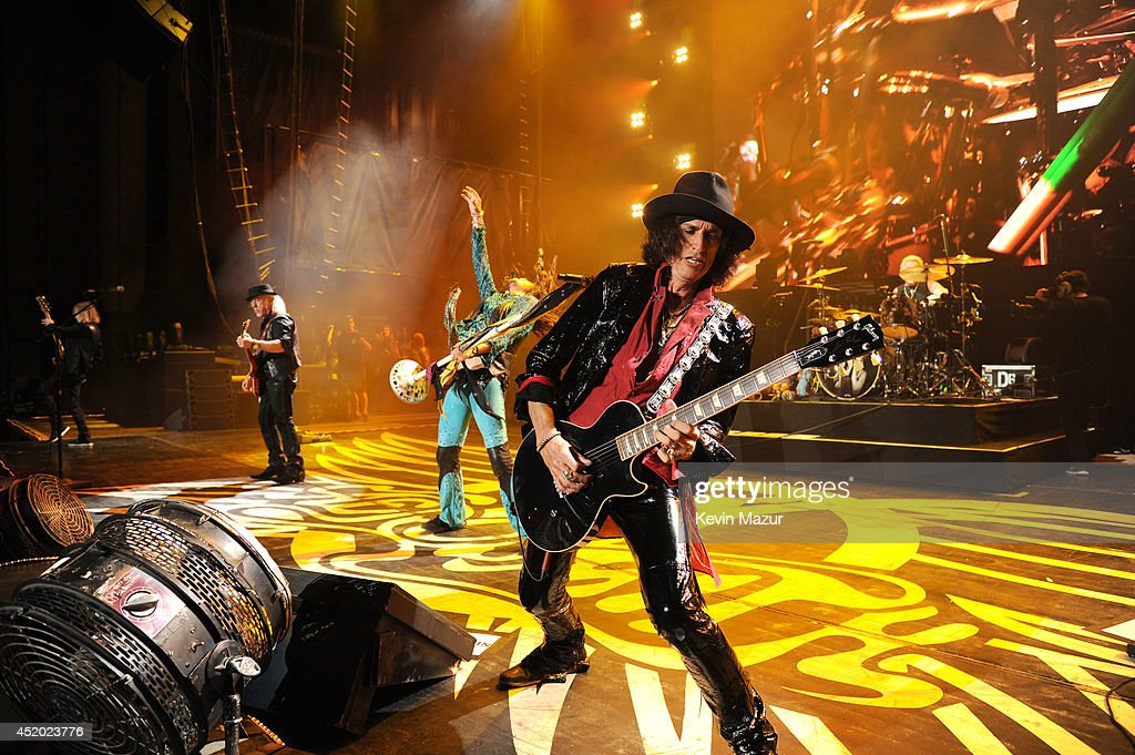 <a gi-track='captionPersonalityLinkClicked' href=/galleries/search?phrase=Joe+Perry+-+Musician&family=editorial&specificpeople=13600677 ng-click='$event.stopPropagation()'>Joe Perry</a> performs with Aerosmith at Nikon at Jones Beach Theater on July 10, 2014 in Wantagh, New York.