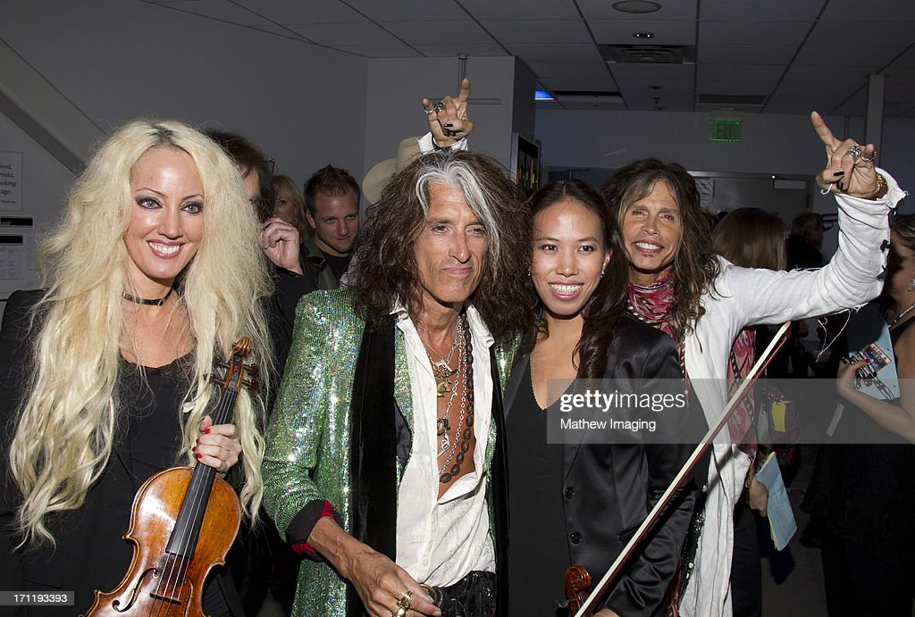 <a gi-track='captionPersonalityLinkClicked' href=/galleries/search?phrase=Joe+Perry+-+Musicista&family=editorial&specificpeople=13600677 ng-click='$event.stopPropagation()'>Joe Perry</a>, <a gi-track='captionPersonalityLinkClicked' href=/galleries/search?phrase=Steven+Tyler&family=editorial&specificpeople=202080 ng-click='$event.stopPropagation()'>Steven Tyler</a> and members of the Hollywood Bowl Orchestra attend Hollywood Bowl Opening Night Gala - Inside at The Hollywood Bowl on June 22, 2013 in Los Angeles, California.