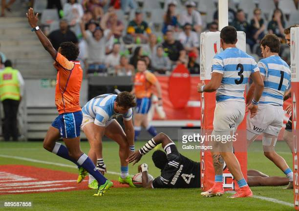 Joe Ravouvou of New Zealand scores a try during the 2017 HSBC Cape Town Sevens Cup Final match between New Zealand and Argentina at Cape Town Stadium...